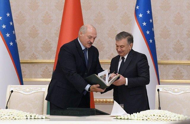 Лукашенко поздравил президента и весь узбекский народ с Днём независимости
