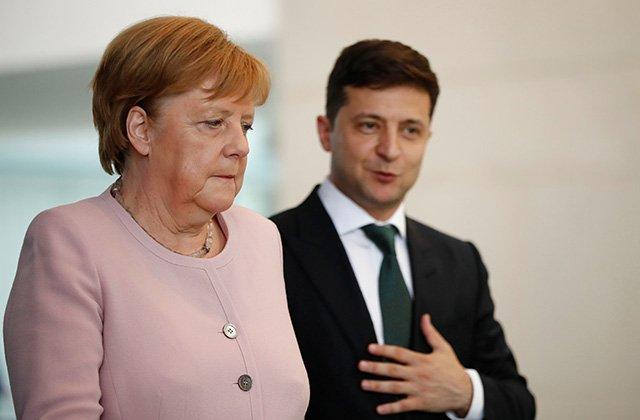 Меркель обещала помочь Зеленскому с установлением мира в Донбассе