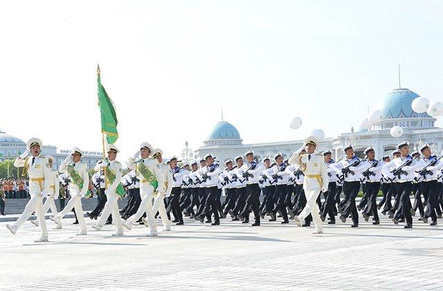 В столице Туркменистана прошёл парад ко Дню независимости