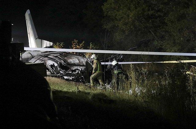 Зеленский проведал выжившего в авиакатастрофе под Харьковым