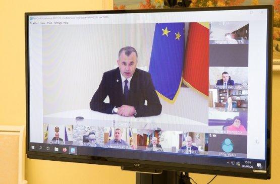 Для работающих в условиях пандемии учителей правительство Молдовы выделит финансовые средства