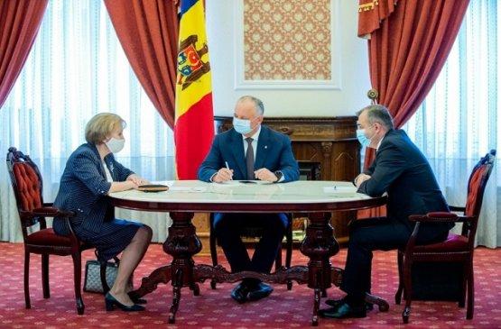 Парламент Молдовы одобрил увеличение единовременной помощи пенсионерам