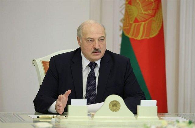 Глава Белоруссии велел деревопромышленникам отказаться от польского картона