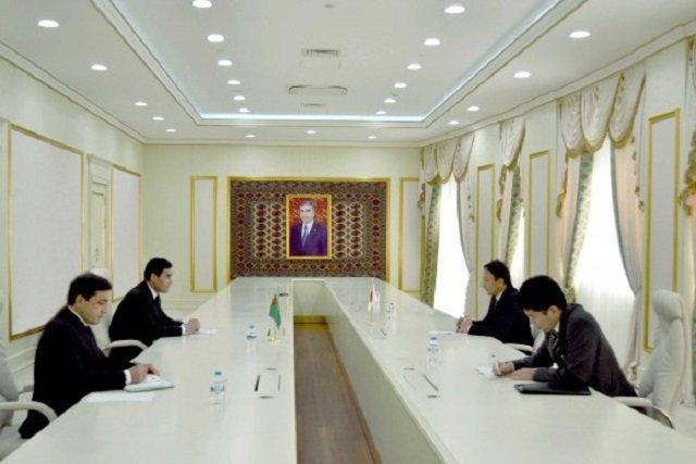 Сердар Бердымухамедов и японский дипломат Такахико обсудили векторы обоюдного сотрудничества
