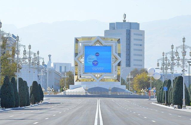 Бердымухамедов открыл новую дорожную развязку и отель