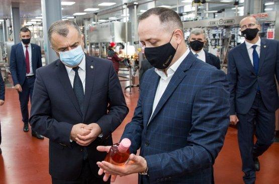 Премьер-министр Молдовы вручил награды лучшим виноделам страны