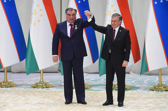Президент Мирзиёев поздравил главу Таджикистана с победой на выборах