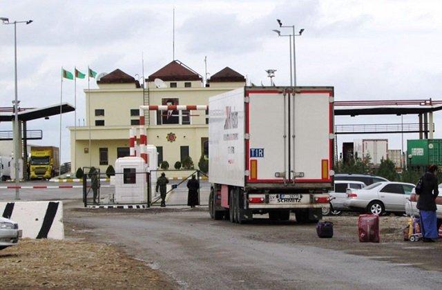 Туркменистан установил сборы за транзит с иностранных владельцев грузовых прицепов