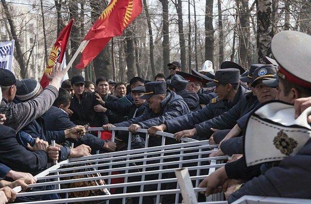 Что сделал Рахмон, чтобы избежать киргизского и белорусского сценариев?