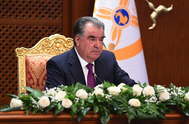 Президент Таджикистана поздравил граждан с Днём Конституции