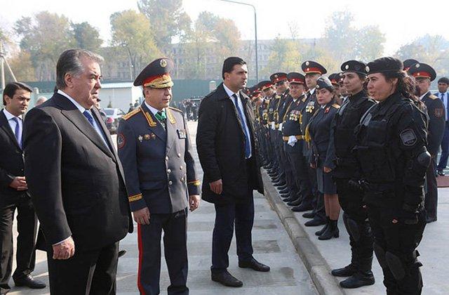 Президент Таджикистана поздравил сотрудников МВД с Днём милиции