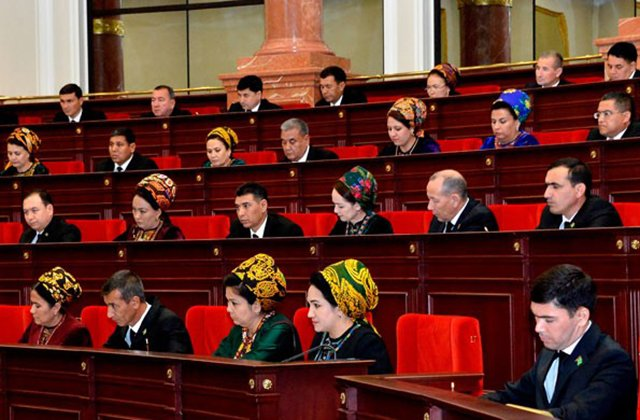 Депутаты Туркменистана обсудили роль веб-технологий в жизни людей