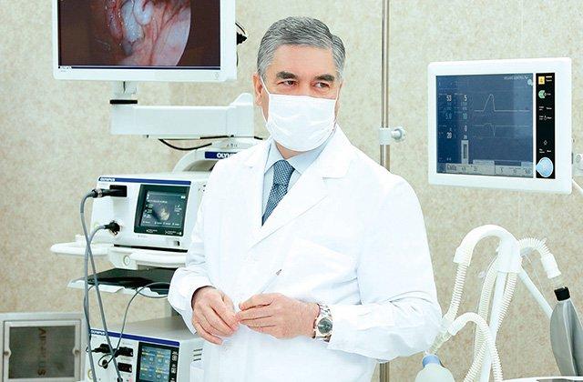 Президент Туркменистана открыл новую инфекционную больницу
