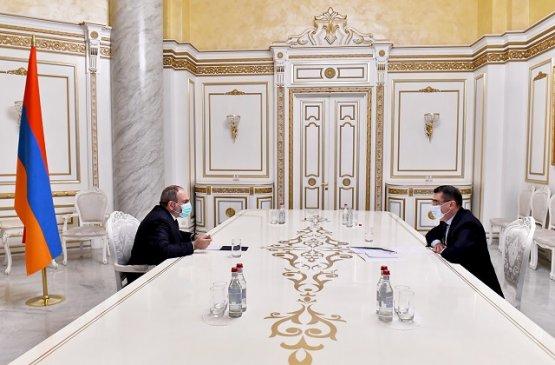 Премьер-министр Армении провёл встречу с несколькими крупными бизнесменами