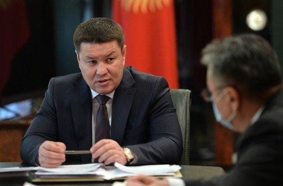 Исполняющий обязанности президента Киргизии поручил не задерживать выплаты пенсий и зарплат