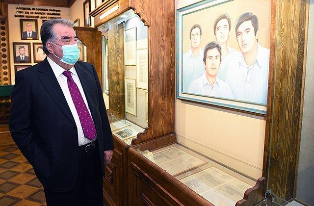 Президент Таджикистана открыл Музей Лидера нации