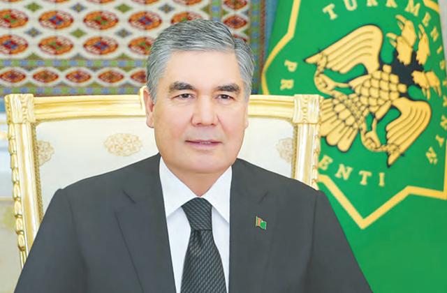 Президент Туркменистана ознакомился со строительством нового отеля, ТРЦ и автобана