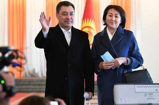 Глава России поздравил лидера президентской гонки Киргизии с победой