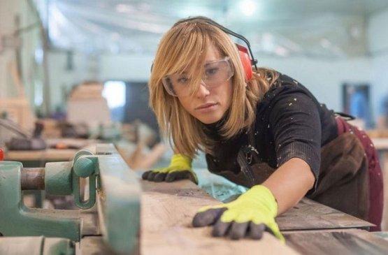 Россия расширила для женщин список разрешённых профессий