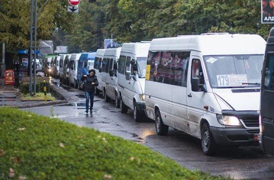 Водители микроавтобусов в Бишкеке, не вышедшие на работу будут лишены лицензии