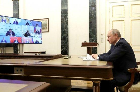 Путин обсудил с руководством Центрального банка итоги 2020 года и планы сферы