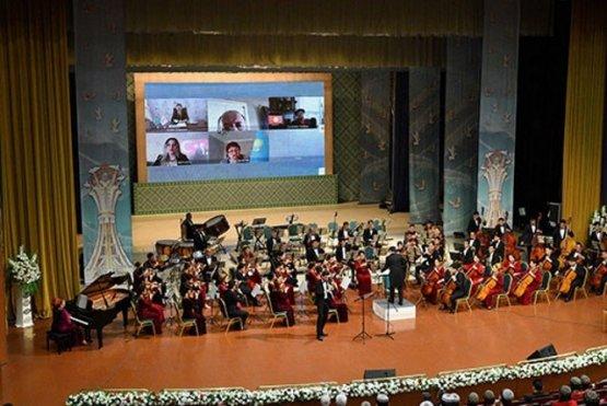 В Туркменистане отмечают 80-летие Чары Нурымова