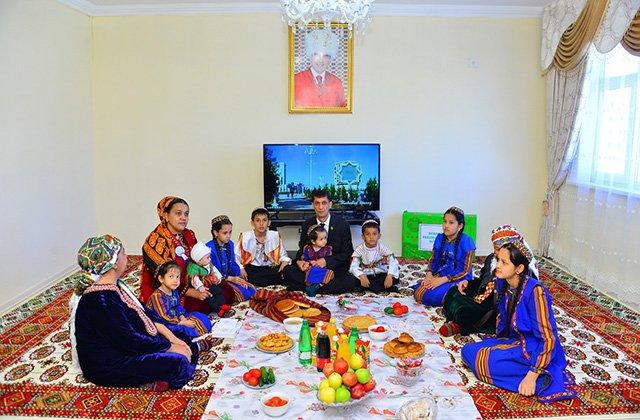 В Туркменистане в честь Международного женского дня состоялись торжества