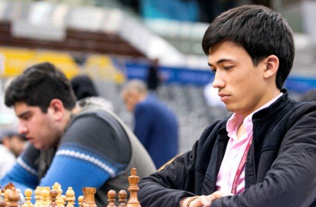 Туркменский шахматист Аллаяр Ширлиев вслепую обыграл трёх соперников