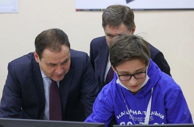 Премьер Белоруссии побывал в гостях у «вундеркиндов» страны