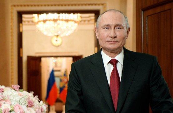 Путин поздравил россиянок с Международным женским днём