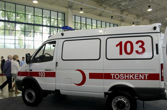 Узбекистан передал в дар Киргизии машины скорой помощи, произведённые в республике