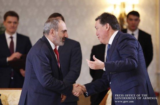Главы правительств Армении и Казахстана обсудили предстоящее заседание межправсовета ЕАЭС
