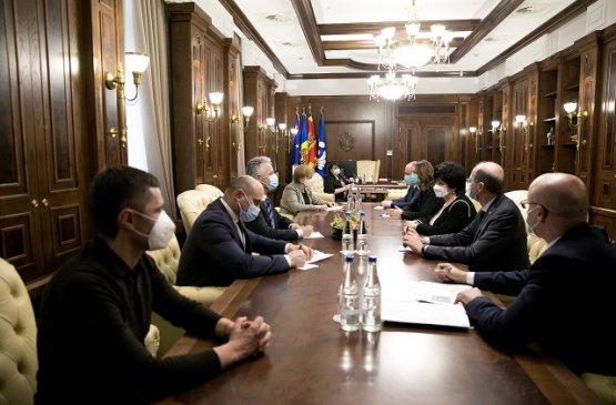 Парламент Молдовы выразил готовность поддержать любую инициативу кабмина в борьбе с коронавирусом