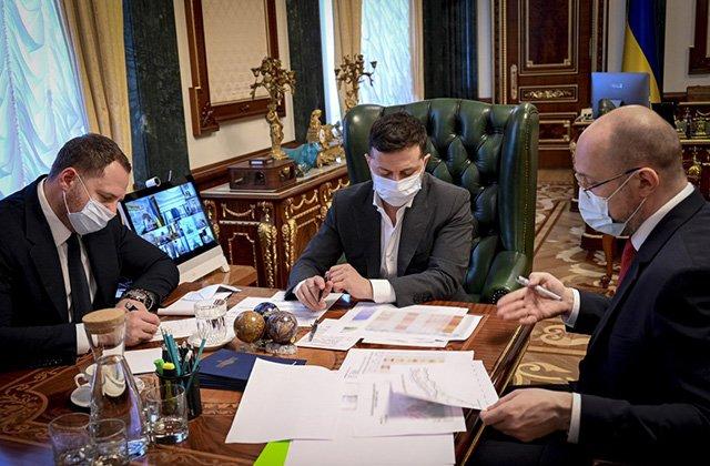 Президент Украины потребовал создать лабораторию для разработки вакцин