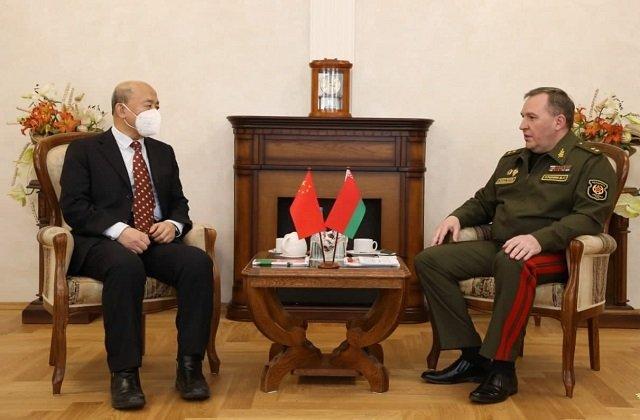 Глава минобороны Белоруссии обсудил с послом КНР приоритеты взаимодействия в военной сфере