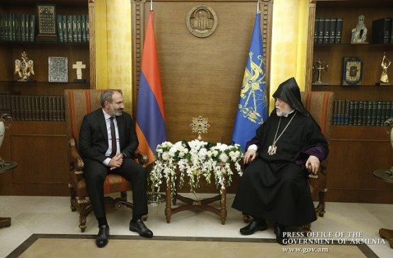 Премьер-министр Армении получил поздравления от Арама I в честь Пасхи