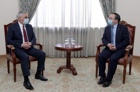 Вице-премьер Армении обсудил с китайским послом послевоенную ситуацию в стране