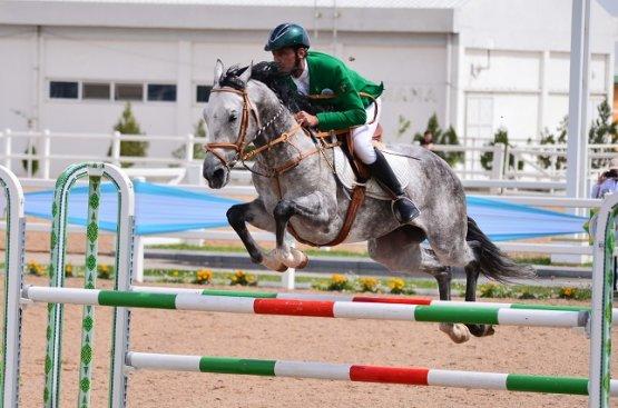 Успешно завершилось соревнование по конкуру в Ашхабаде