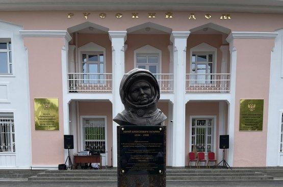 Прошла торжественная церемония открытия памятника Юрия Гагарина в Туркменистане