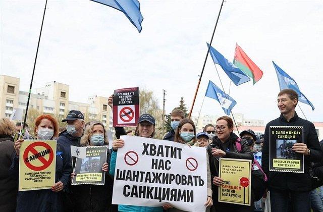 У посольства США в Минске состоялся пикет с требованиями отмены незаконных санкций