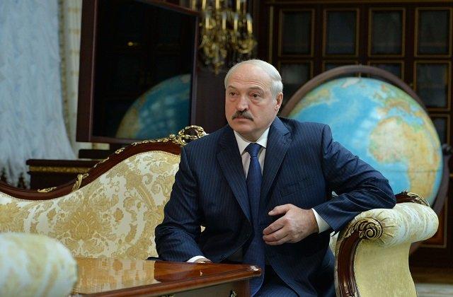 Лукашенко: Попытку запугать Беларусь санкциями без ответа оставлять нельзя