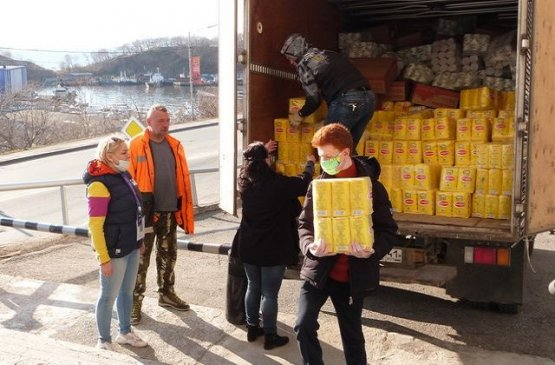 В Бишкеке правительство организовало штаб добра «Помощь Баткену»