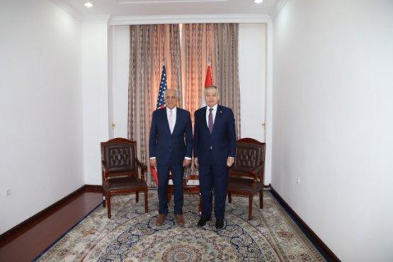Глава МИД Таджикистана встретился со спецпосланником США по Афганистану