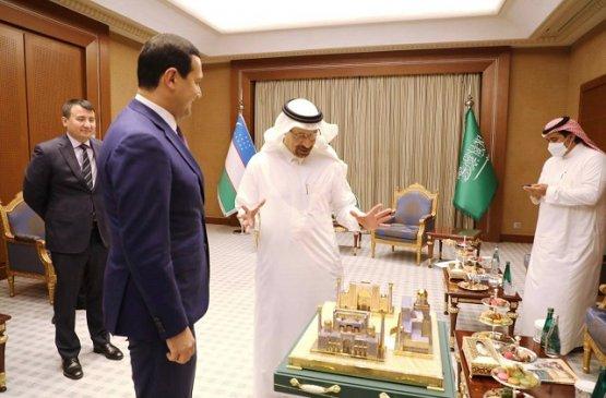 Умурзаков и Халид аль-Фалих обсудили привлечение инвестиций в энергетику Узбекистана