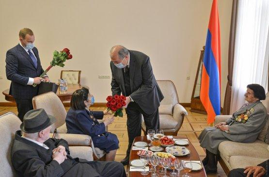 Глава Армении провёл встречу с группой ветеранов Великой Отечественной войны