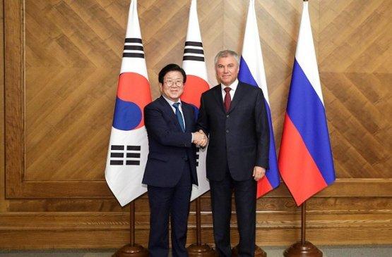 Глава Госдумы рассмотрел с делегацией Южной Кореи темы партнёрства в различных сферах
