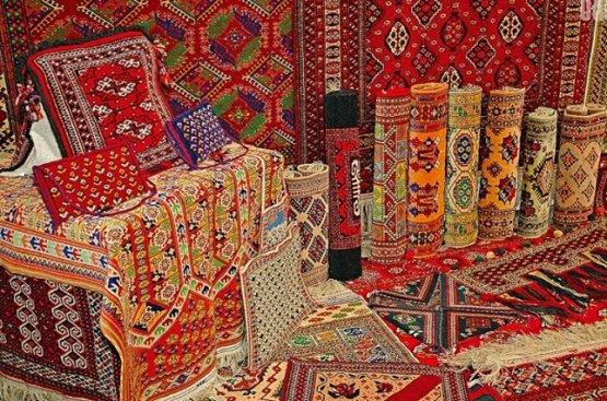В День туркменского ковра Акиниязов рассказал об истории ковроткачества