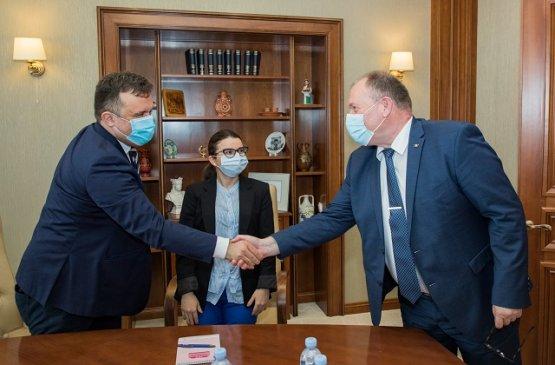 Исполняющий обязанности премьера Молдовы провёл встречу с международными наблюдателями