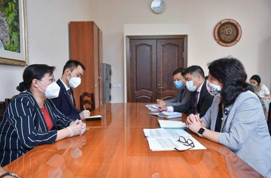 Кыргызстан попросил Китай и Японию предоставить вакцины от коронавирусной инфекции