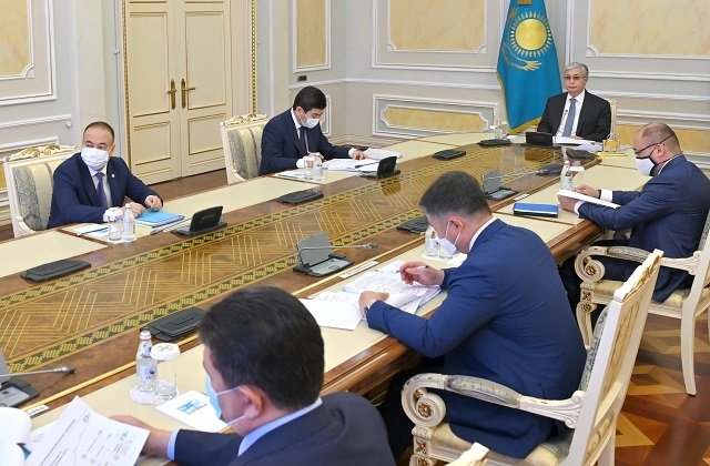 Глава Казахстана поручил искоренить непрозрачных посредников между производителем и потребителем